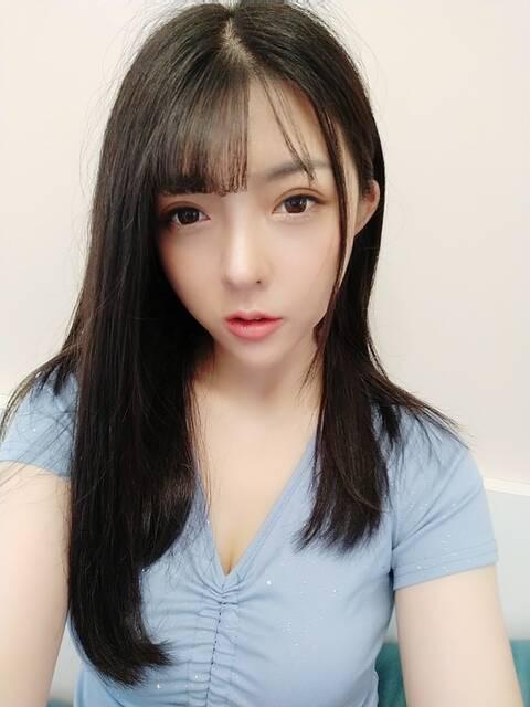 深圳外围模特兼职上下粉嫩多汁2
